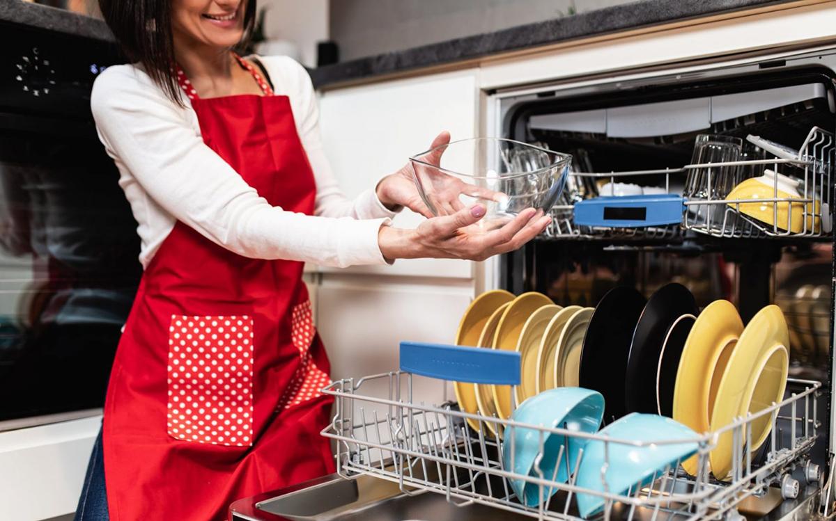 Как да почистите вашата съдомиялна машина